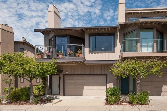 Spacious, Contemporary Hiller Highlands Townhouse 3BR/2.5BA with great floorplan, high ceilings, natural light, upd. kitchen, peaceful back patio & garden w/ fountain, canyon views and attached garage. Close to amenities in Rockridge, Claremont, Elmwood, Montclair and BART & Freeways. Sold $700,000